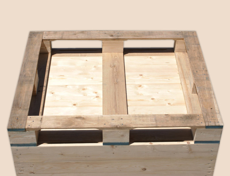 Wooden Box-palettes with closed walls for pear storage